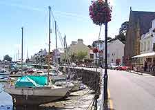 Picture of dining venues next to St. Aubin's Harbour