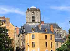 Picture of the city centre, showing Le Mans cathedral in the background