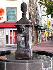 Image of fountain at La Fleche