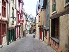Picture showing a street in Le Mans