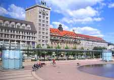Photo showing the Augustusplatz in the summer