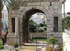 Close-up picture of the Arch of Marcus Aurelius