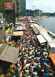 Picture showing crowds at the River Market