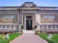 Image of the entrance to the Museo de Arte Italiano
