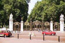 Photo of the Gates to Green Park