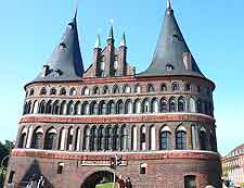 Close-up photo of the Holsten Gate (Holstentor)