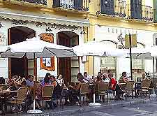 Image of diners outside a Malaga restaurant