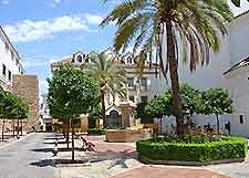 Marbella shopping district picture