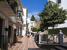 Further picture of a Marbella plaza