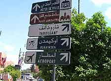 Picture showing prominent city signpost