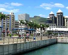 Photograph of shoppers and tourists in Port Louis