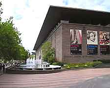 Photo showing the National Gallery of Victoria