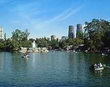 Picture of lake at the Bosque de Chapultepec