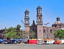 Mexico City photo, showing the Iglesia de San Fernando