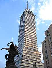 Picture of the towering Torre Latinoamericana