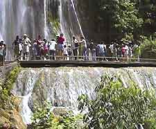 Photo of tourists at the Cascada Cola de Caballo