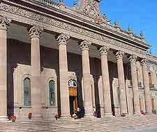 Close-up photo of the Palacio de Gobierno