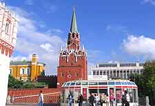 Photo showing the entrance to the Moscow Kremlin
