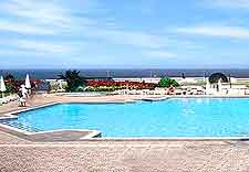 Further picture of open-air hotel swimming pool, next to the coast