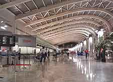 Mumbai Airport (BOM) Airlines: Photograph of Chhatrapati Shivaji International Airport (BOM)