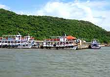 Picture of boats arriving at Elephanta Island
