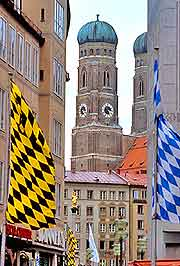 Photo showing celebrations at Munich's Frauenkirche