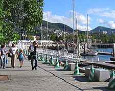 Picture of waterfront in the Nagasaki Dejima district