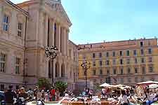Picture showing the Palais de Justice