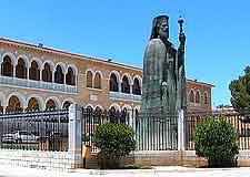 Photo of famous statue of Makarios