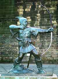 Photo of the famous Robin Hood statue, by the castle