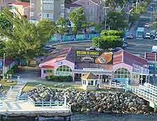 Photo of waterfront traffic in Ocho Rios