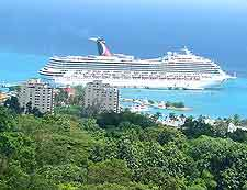 Picture of cruise liner departing from the Ocho Rios harbour