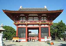 Picture of the Shitennoji Temple entrance in the summer