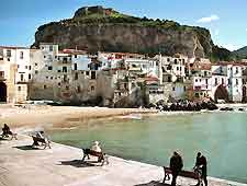 Photo showing the seaside town of Cefalu