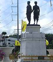 Photo showing the Two Heroines Monument