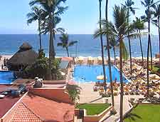 Puerto Vallarta Airport (PVR) Hotels: Summer view of coastal resort