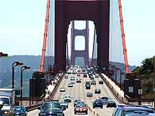 Photo showing the traffic flow on San Francisco's famous Golden Gate Bridge, picture by Tewy