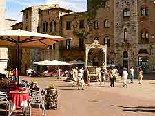 Image of tourists and al fresco cafe tables