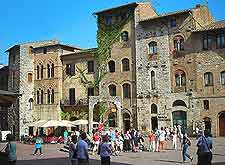 Photo of the Piazza della Cisterna