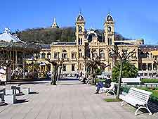 Further view of San Sebastian's City Hall (Ayuntamiento)