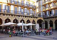 Image of al fresco dining in San Sebastian's Plaza de la Constitucion