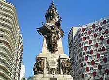 Picture of statue in central Santos