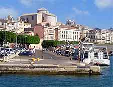 Image of cruise boat travelling from Syracuse, Sicily