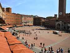 View showing market on the Piazza del Campo