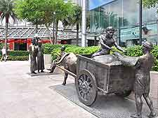 Image of the River Merchants sculpture, located close to the Fullerton Hotel
