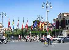 Image of traffic around the Piazza Tasso