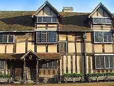Picture of the frontage to Shakespeare's Birthplace