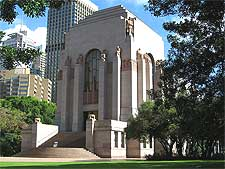 Photo showing the Anzac War Memorial, taken by Greg O'Beirne