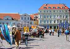 Photo showing market traders on the Old Town Square