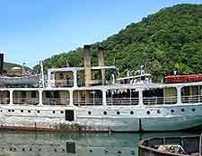 Photo of cruise boat